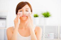 化妆水可以直接拍脸上吗?要怎样